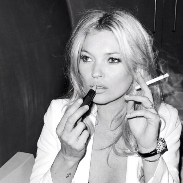 kate moss cigarro cigarette