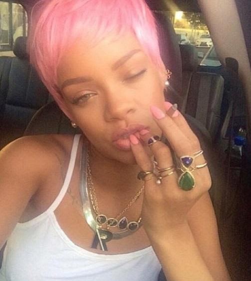 rihanna cabelo curto rosa riri