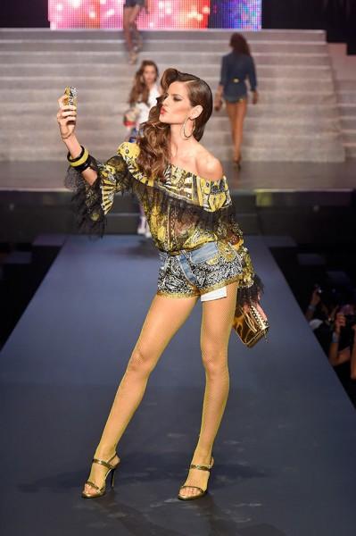 jean gaultier selfie izabel goulart