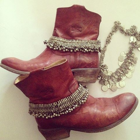 bijoux and belts for boots 23