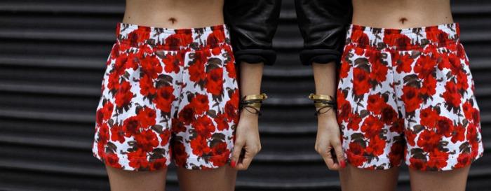 short-estampa-rosas-vermelhas
