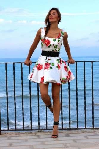 vestido com flores vermelhas