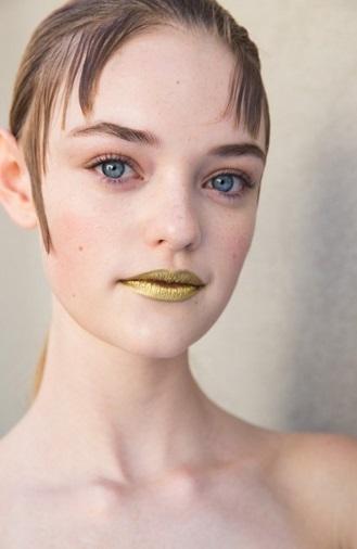 batom prada dourado