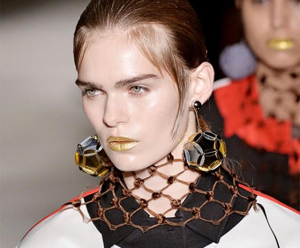 prada golden lips